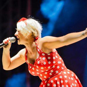 Carlota Superstar